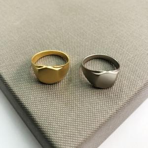 טבעת קווין לזרת